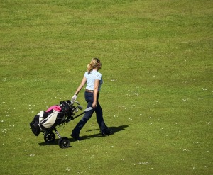 FWGA Member walking with pullcart on the golfcourse